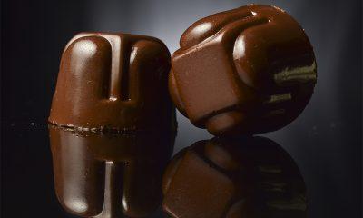 bombón de chocolate oscuro o amrgo