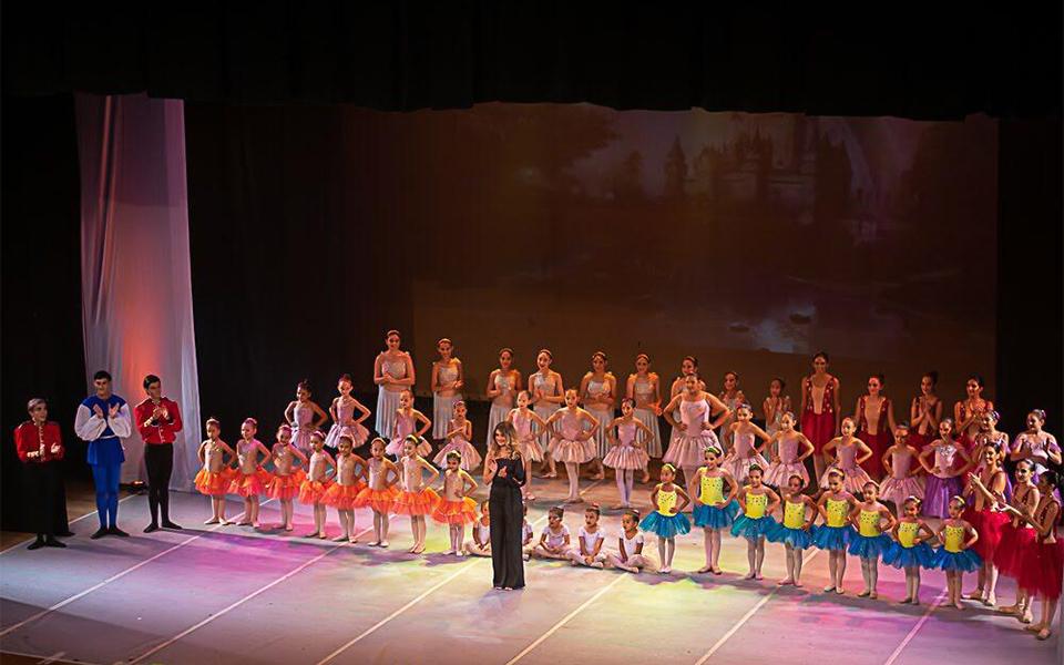 La academia de danza Le Studio de Ballet llenó de color y festividad las tablas del Teatro Bellas Artes.